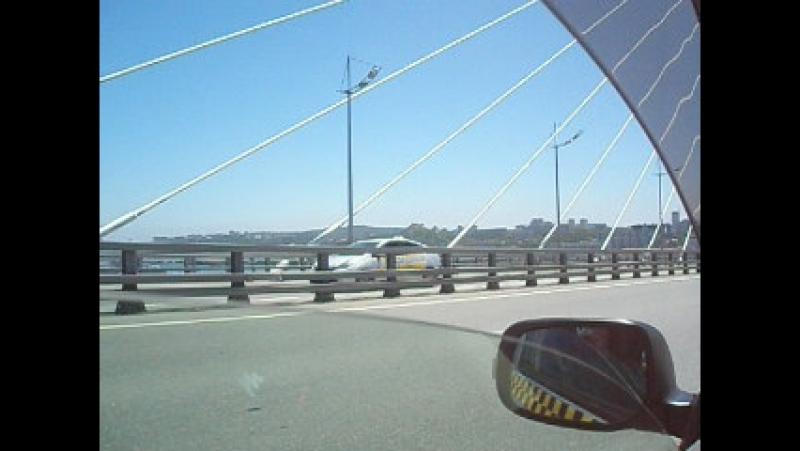 по мосту на о Русский
