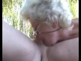 Горячие бабки сосут хуи 2