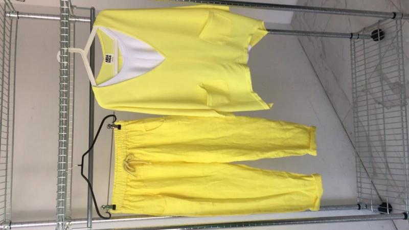 Желтые брюки, желтый свитшот с майкой