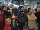 Песенный флешмоб на вокзале в Краснодаре Ансамбль Криница А я все дивлюся де моя Маруся