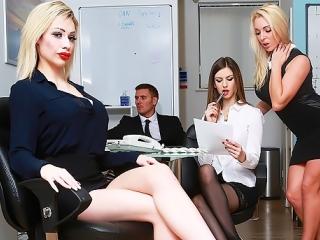 Босс тестирует в офисе тугие дырочки новой секретарши chessie kay на прочность, секс, порно, трах, ебля [hd 720 sex porno]