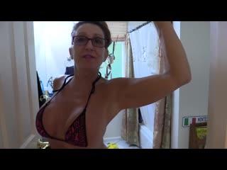 Bikini milf mom mature sexy cleaning - her account bit.ly/2lklnye