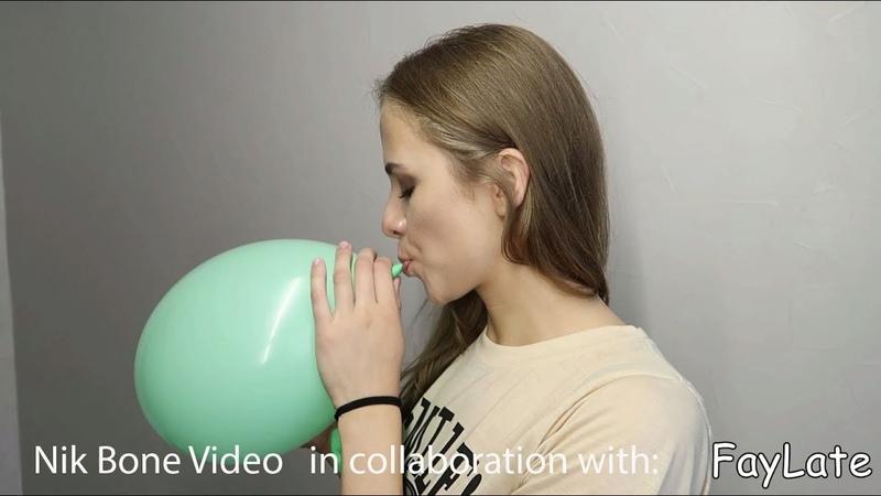 FayLate bei Nik Bone Unbekannte Schönheit aus dem Osten pustet viele grüne Luftballons auf - nopop