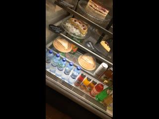 ВАУ!! Скидка 50 % на десерты и сэндвичи на витрине
