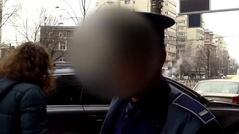 Spectacol stradal cu 2 polițai și un ceaușist - Curaj.TV