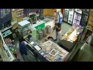 будни Мордора.. В Самаре грабитель напал на магазин с кухонным ножом и изрезал двух женщин. Они живы, их уже выписали из больниц