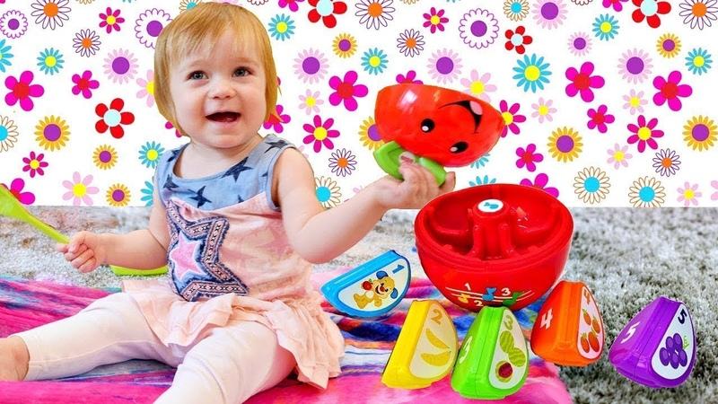 Küçük Kamyon Leo arkadaşlarına meyve ikram ediyor. Güzel oyuncaklar. Eğitici video.