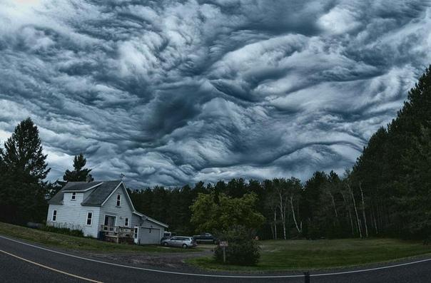 Облака вида undulatus asperatus, или просто асператус, были официально признаны метеорологами в 2017 году и вошли в расширенный Международный атлас облаков