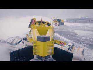 Машина для уборки снега в аэропортах