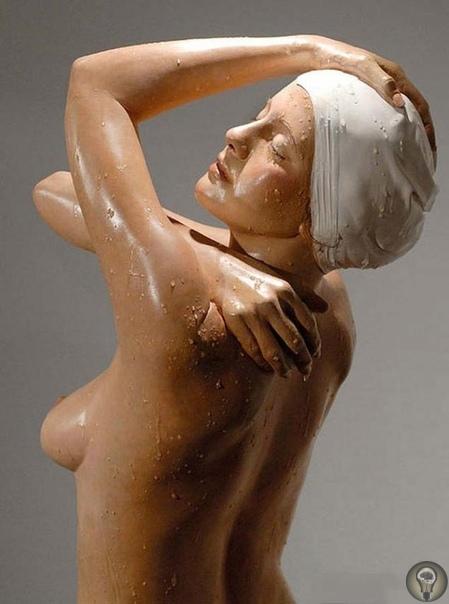 ЖИВЫЕ  И МОКРЫЕ СКУЛЬПТУРЫ КЭРОЛ ФЕЙЕРМАН Нью-йоркский скульптор Кэрол Фейерман создает из смолы и масляных красок потрясающие своей гиперреалистичностью скульптуры мокрых людей.Кэрол Фейерман