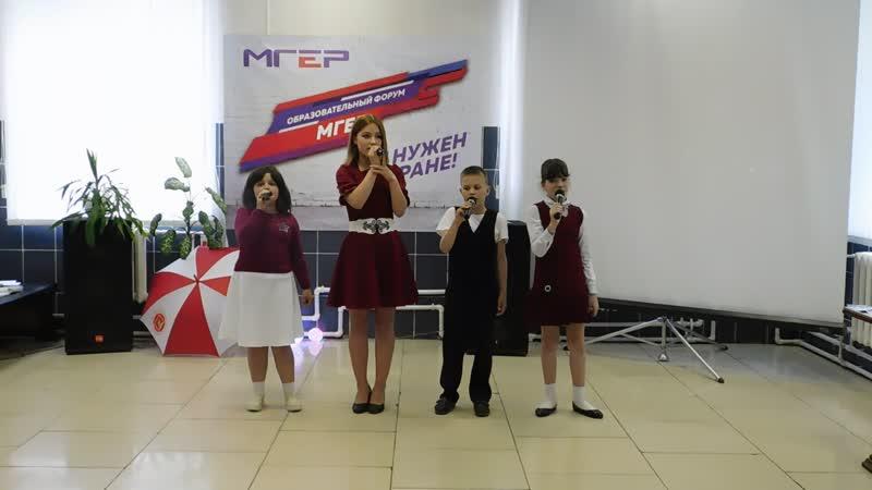 Выступление вокальной группыСмайл(моя Эстрадная Студия) на молодёжном Форуме в кафеОливия(Кадуй)