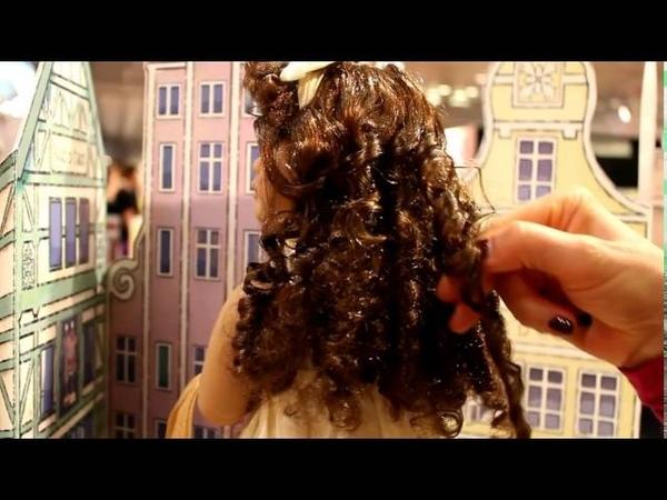 Kidz N Cats Doll Laura: Demonstration By Sonja Hartmann How To Arrange The Curls