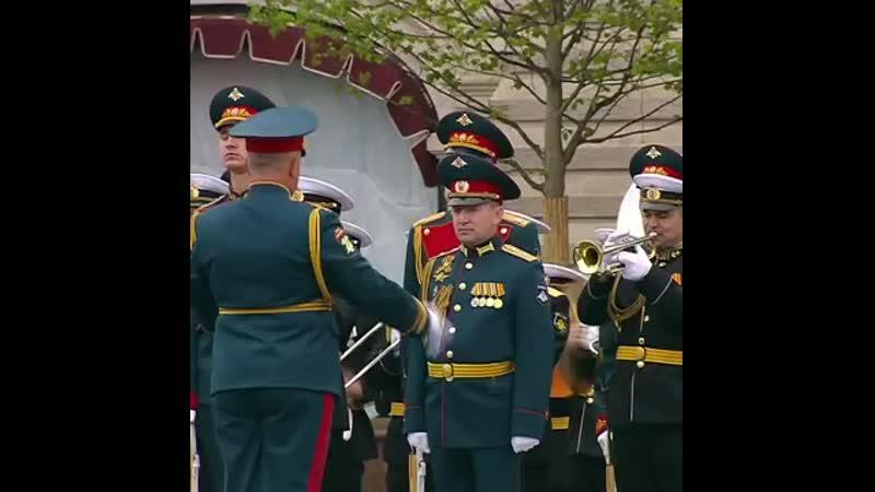 V оркестра в конце парада Победы mp4