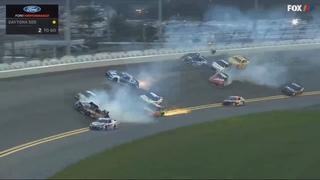Большая Авария . Monster Energy NASCAR Cup Series 2018 .