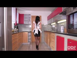 [ddfnetwork] inna innaki french maid deepthroats in kitchen