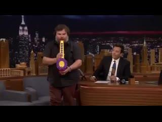 Джек Блек Performs His Legendary Sax-A-Boom