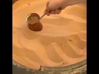 Высокие технологии () - Вот как готовят настоящий кофе на раскаленном песке