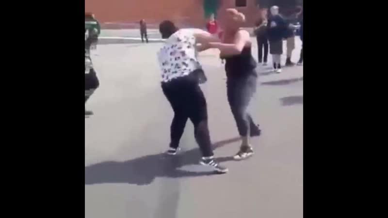 Kızlar tekme tokat birbirlerine girdiler - Kız Kavgası Kız Kavgaları Extreme Girls Fight
