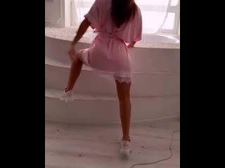 Девочки, ходите дома красивыми всегда !🤪 и танцуйте 😝А в чем вы ходите дома? Пиши в комментариях 👇🏽