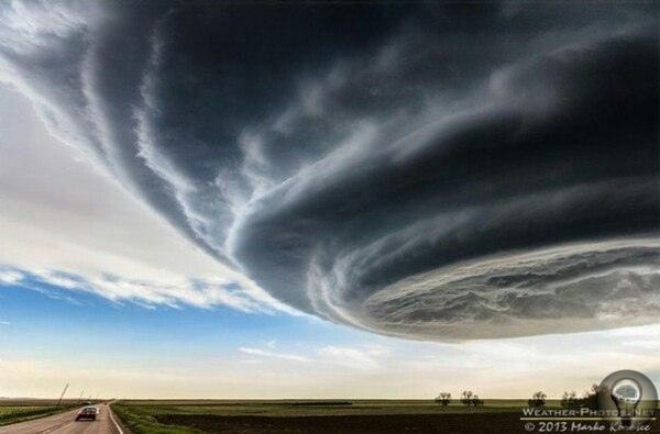 Фотографии торнадо и суперячеек от фотографа Maro orosec Снимки этого фотографа настолько уникальны, что не верится в их подлинность. Но, познакомившись с техникой работы автора, вы убедитесь,