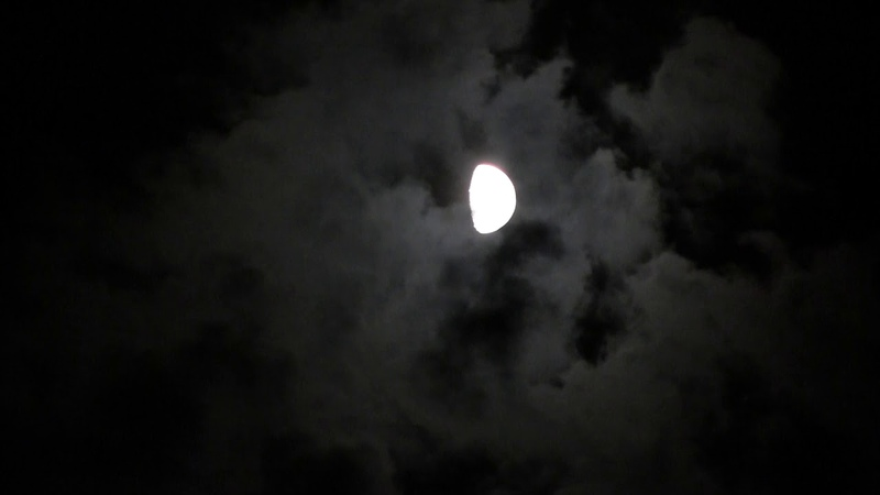 Облака за Луной. Луна. Голограмма. Одесса Одеса.The moon in front of the clouds. Hologram