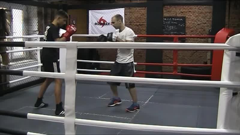 Отработка на лапах технико тактического мастерства с боксером левшой