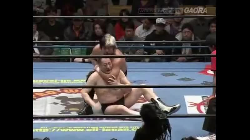 2011 12 11 Match Suwama vs Masanobu Fuchi