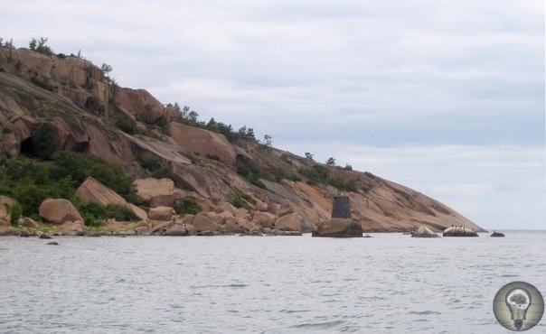 ПочемуостровБло-Юнгфрунв Швеции имеет славупроклятогоместа На юго-западеШвециив проливе Кальмарсунд расположен небольшой, но весьма интересный остров Бло-Юнгфрун. Он окутан мистикой,