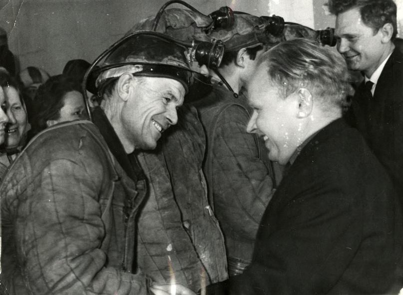 Поздравление победителей соцсоревнования на шахте