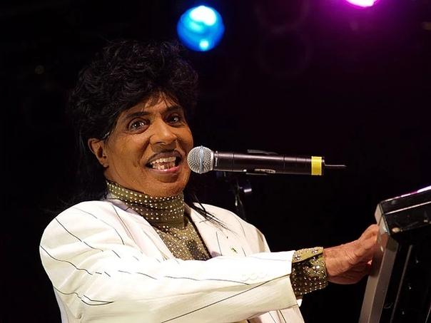 Умер один изпионеров рок-н-ролла Литл Ричард Это онпридумал «э-уап-бап-э-лу-бап-э-уап-бэм-бум».ВСША на88-м году жизни умер певец ипианист Ричард Уэйн Пенниман, выступавший под именем Литл