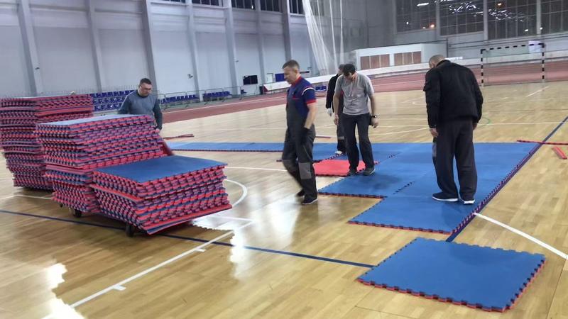 Подготовка татами к Кумите Чемпионат Мурманской области по Кумите