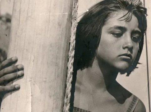 ВАРВАРА-КРАСА НА ЭКРАНЕ И В ЖИЗНИ: КАК СЛОЖИЛАСЬ СУДЬБА КРАСАВИЦЫ ИЗ ЗНАМЕНИТОЙ КИНОСКАЗКИ В фильмографии Татьяны Клюевой всего 10 работ в кино, зрители запомнили ее по главной роли в сказке