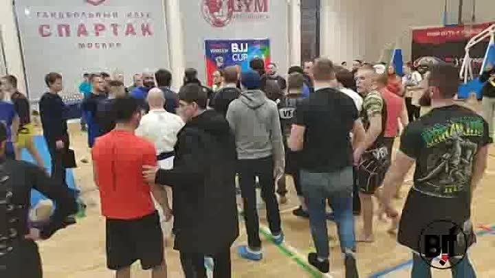 Skandal on bjj tournament mass drawl Массовая драка на турнире по джиу джитсу