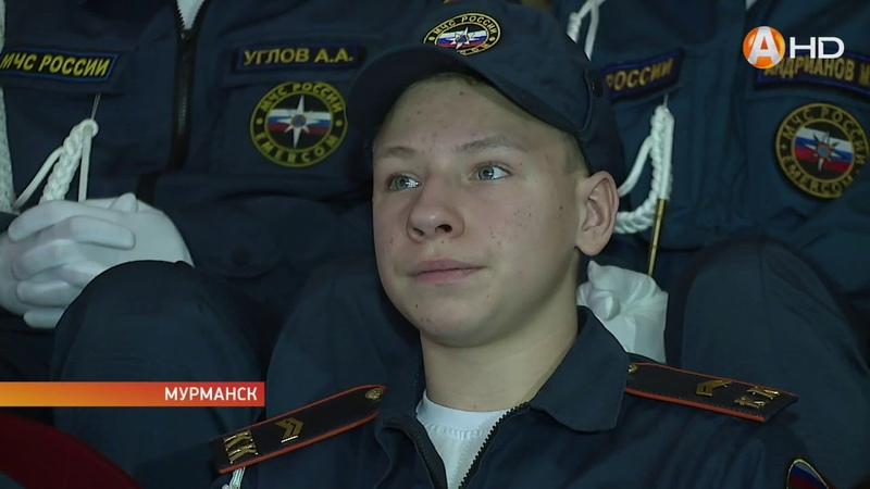 Кадетской школе Мурманска вручили знамя кадетов МЧС России