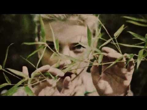 Scarlett Johansson Green Grass Lyrics