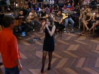 """[altas horas] sandy atende aos pedidos da plateia e canta """"sozinho"""" 12 mai 2012"""