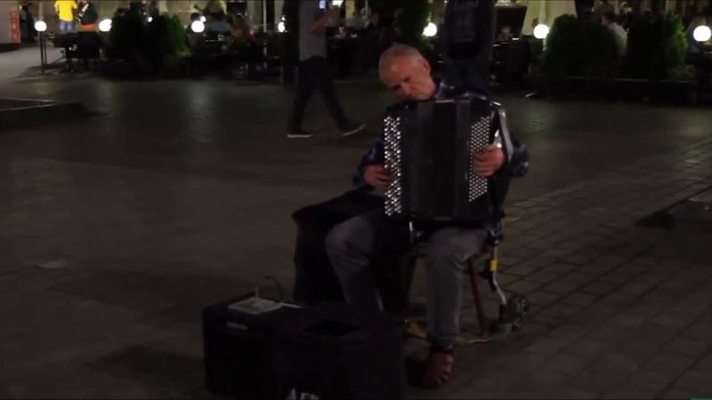 Просто человек оркестр какой то Потрясающе играет. ПОСТАВЬ ЛАЙК ЕСЛИ НЕ СЛОЖНО