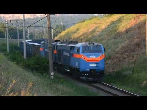 Из Николаева в Днепр TE33AC 2001 и TE33AC 2015 с грузовым на перегоне Встречный Днепр Лоцманская