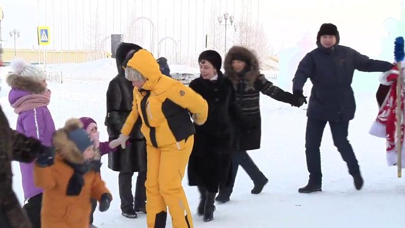 На центральной площади Тазовского состоялось торжественное открытие ледового городка