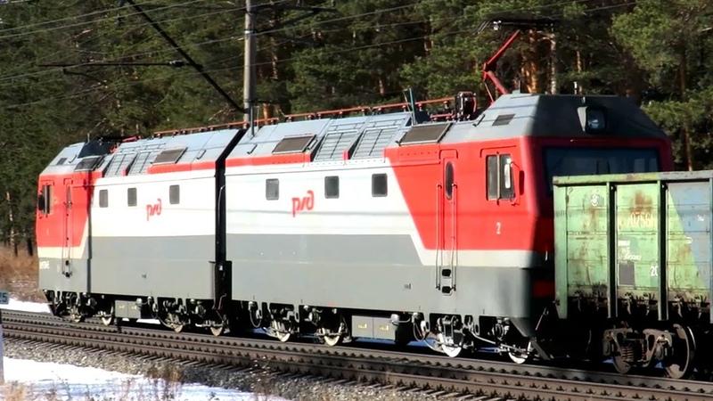 Грузовой поезд с электровозом Синара 2ЭС6 096