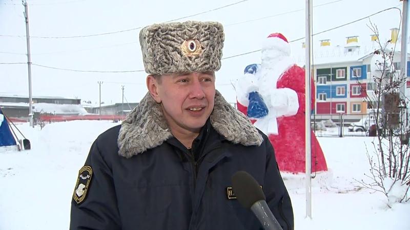 В Тазовском районе появляются новогодние фигуры любителей снежного искусства