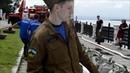 Волонтеры сооружают защитную дамбу на набережной Хабаровска