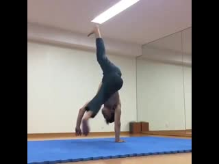 Elbow one hand