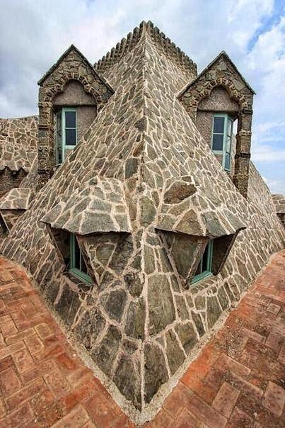 Антонио Гауди. Башня Бейесгуард (Torre Bellesguard). Барселона.
