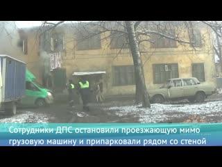 В Подмосковье полицейские вывели людей из горящего дома