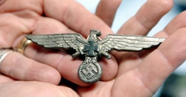В брюхе 100-летнего сома обнаружили останки нацистского офицера СС. По результатам экспертизы, этот человек погиб в 1940-х годах во время оккупации ПольшиДело было в Польше. Местные рыбаки