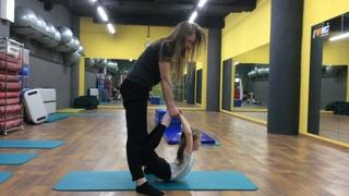 Упражнение на растяжку спины и плеч Дети 5-6 лет.