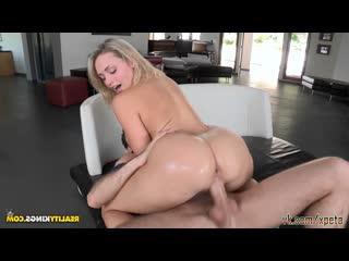 Юная Mia Malkova - Body Goddess blonde блондинка big ass booty жопа задница упругая стринги сиськи большие гимнастка порно porno