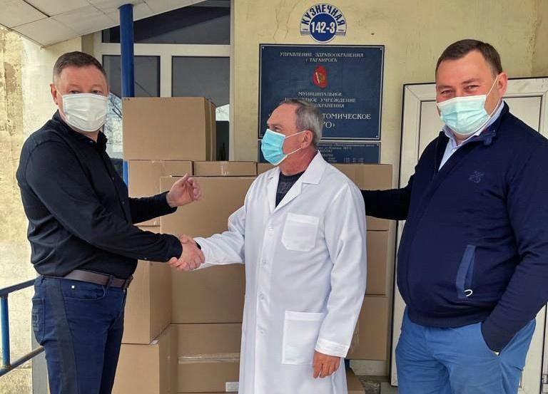 Депутаты Гордумы Таганрога передали медикам новую партию средств индивидуальной защиты