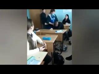 В Хабаровске у уборщицы и семиклассника случился словесный конфликт, который перешел в драку